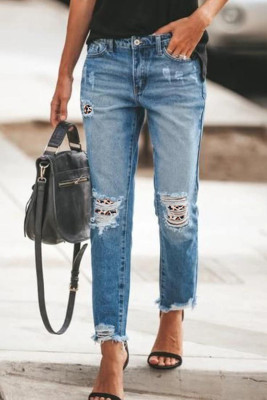 Рваные джинсы в стиле пэчворк с леопардовым принтом и потрепанным краем