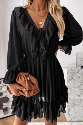 Mini vestido de encaje negro con cuello en V y volantes