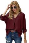 Camisa con dobladillo alto y bajo de manga 3/4 con cuello en V vino