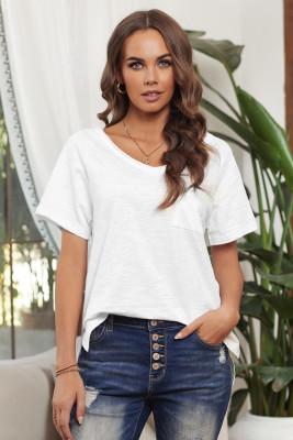 Bílé bavlněné tričko s krátkým rukávem a výstřihem do V s přední kapsou a bočními rozparky