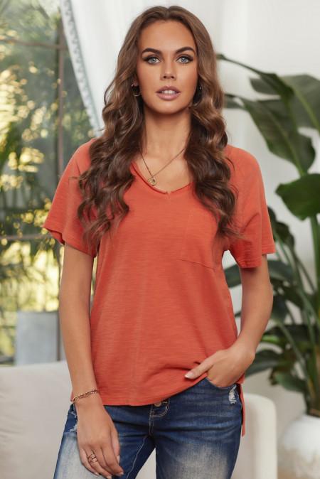 Оранжевая футболка из смесового хлопка с V-образным вырезом, короткими рукавами, передним карманом и боковыми разрезами