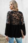 Черная блуза в стиле пэчворк с V-образным вырезом и кружевными плечами