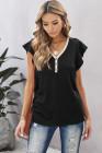 Camiseta negra de manga corta con ribete de encaje y cuello en V