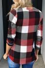Top rojo de manga larga con cuello en V a cuadros en contraste