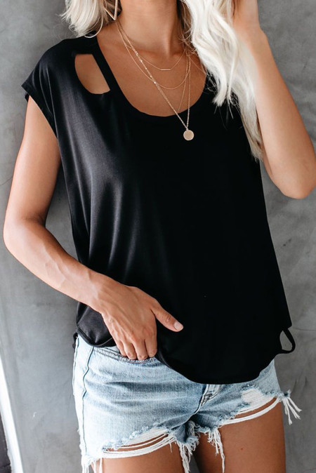 Camiseta negra con corte