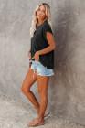 Camiseta negra con bolsillos y aberturas laterales