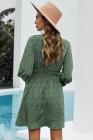 Robe courte imprimée à col en V et manches ballon à taille smockée verte