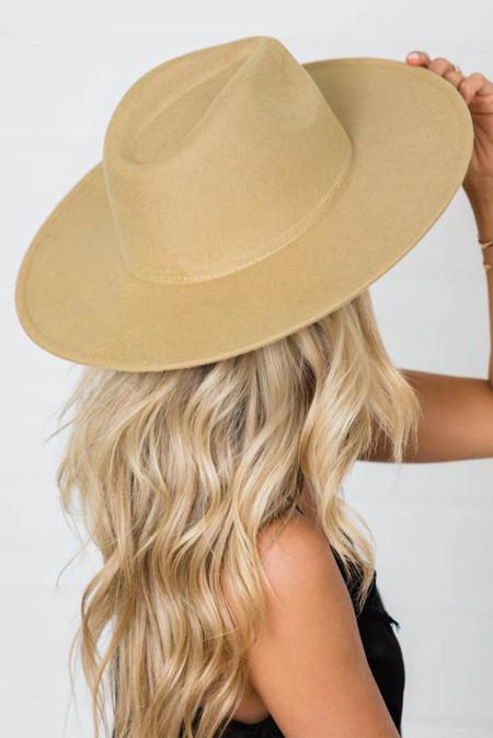 قبعة كاكي ذات حافة واسعة