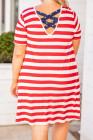 فستان تي شيرت مخطط أحمر متقاطع مقاس كبير بجيب على شكل نجمة