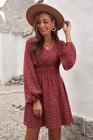Mini-robe rouge à col en V et manches ballon à taille smockée