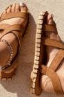 صندل مسطح من البولي يوريثان ذو تصميم مفتوح عند الأصابع