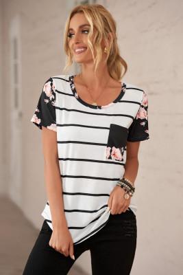 Camiseta a rayas negras con bolsillo de parche