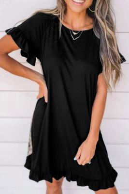 فستان قصير بأكمام قصيرة مطبوع عليه صورة حيوان أسود