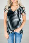 Camiseta de rayas con mangas florales