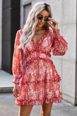 Красное платье с цветочным принтом и открытой спиной