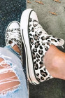 حذاء أبيض برباط من قماش الفهد