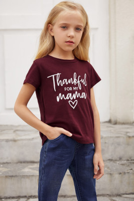 Camiseta con estampado de letras de vino para niña