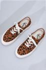 حذاء رياضي جلد بنقشة جلد الفهد برباط من الأمام