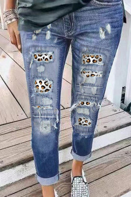 بنطال جينز ممزق بطبعة جلد الفهد