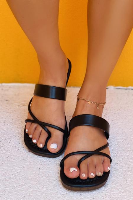 صندل سهل الارتداء من الجلد الصناعي باللون الأسود
