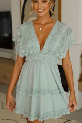 أخضر عميق الخامس الرقبة عارية الذراعين شرابة فستان الدانتيل ميني