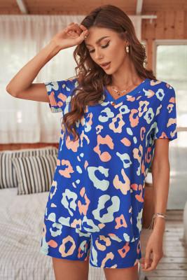 Set da salotto con t-shirt leopardata azzurra e pantaloncini con coulisse