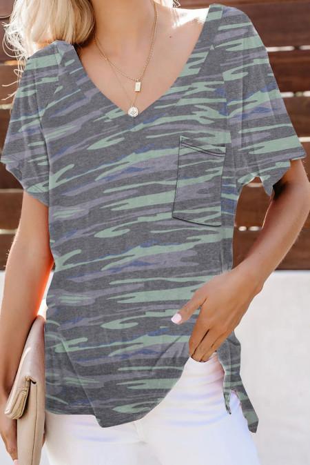 Camiseta de camuflaje con bolsillo delantero y cuello en V verde militar