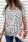 Camiseta blanca de leopardo con bolsillo delantero y cuello en V