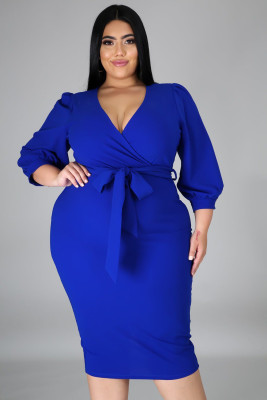 فستان متوسط الطول بياقة على شكل V وأكمام منفوخة مقاس كبير أزرق