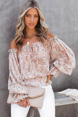 Розовая блуза с открытыми плечами и цветочным принтом с объемными рукавами и оборками