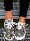حذاء رياضي بأربطة ونقشة نقشة متعدد الألوان