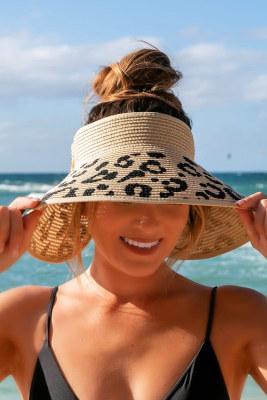 Коричневая соломенная пляжная шляпа с широкими полями и леопардовым принтом грязной булочки