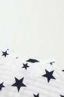 توب باتريوتك سترايبس بطبعة نجوم بلا أكمام ومقاسات كبيرة