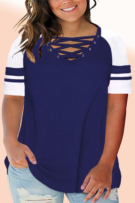 Camiseta azul cruzada con cuello en V y manga raglán de talla grande