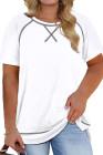Camiseta blanca de manga corta con cuello redondo y talla grande