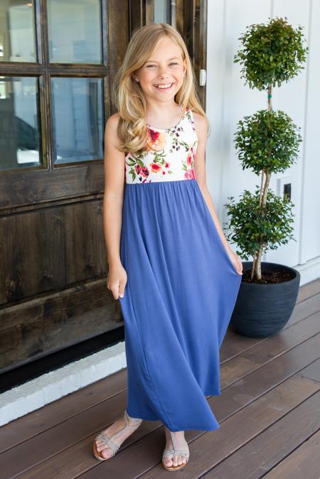 فستان ماكسي للأطفال بياقة مستديرة بلا أكمام مزين بالزهور