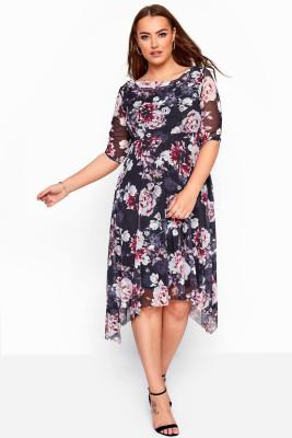 Черное платье-миди большого размера с круглым вырезом и короткими рукавами с цветочным принтом