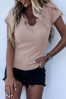 Camiseta rosa de canalé con cuello dividido y corte slim