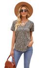 Camiseta con cuello de pico y estampado de leopardo con bolsillo