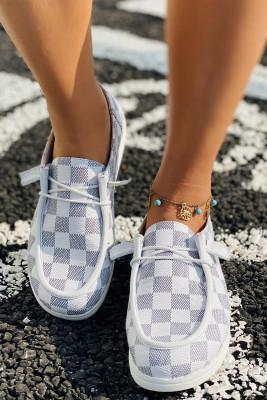 حذاء رياضي بمقدمة مستديرة وطبعة منقوشة أبيض