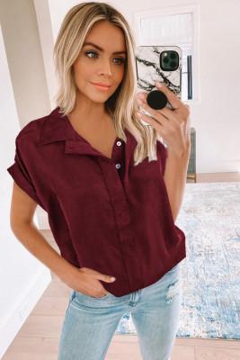 Camisa de manga corta con botones de cuello rojo vino