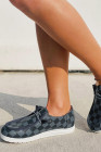 حذاء رياضي بمقدمة مستديرة وطبعة منقوشة أزرق