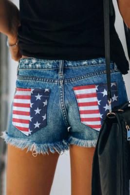 Pantalones cortos de mezclilla con dobladillo sin rematar desgastados con bolsillo con bandera estadounidense