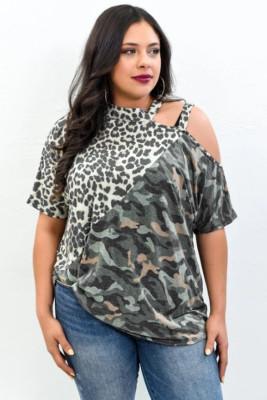 Top asimétrico con hombros descubiertos y hombros descubiertos de camuflaje de leopardo