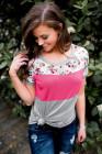 Camiseta con estampado floral rosa empalmado en bloques de color