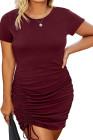 Vestido ajustado de talla grande con pliegues y cuello redondo de manga corta rojo vino