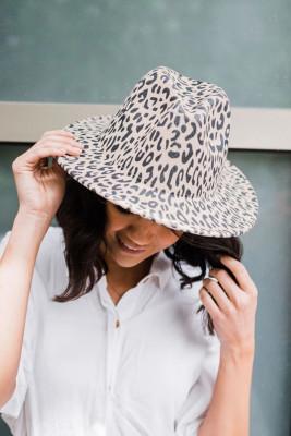 قبعة الصياد بطبعة الفهد