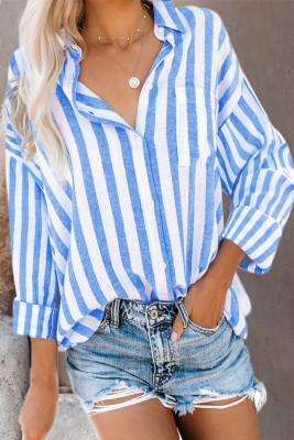 Camisa con bolsillo y estampado de rayas celestes