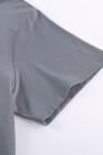 Camiseta gris con cuello redondo y bloques de color de talla grande