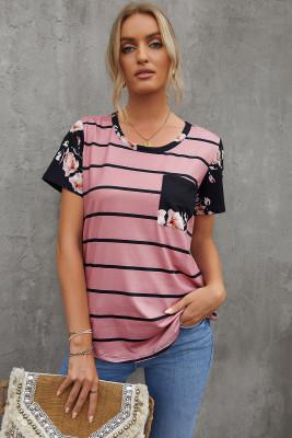Camiseta rosa de rayas con bolsillo de parche